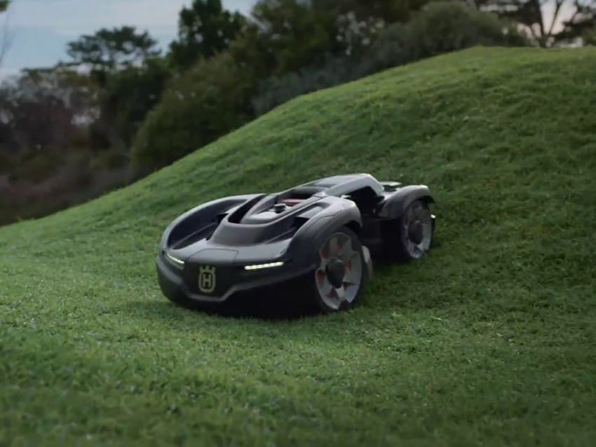 Worx Robotic Lawn Mower cutting lawns